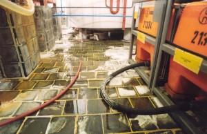 Průmylové čedičové dlaždice 200x200x30 jako obklad chemické jímky
